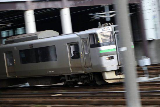 流し撮り 札幌駅 735系 A-101