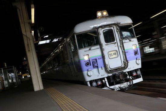 ズーム流し 流し撮り 列車 白ボウズ 札幌駅