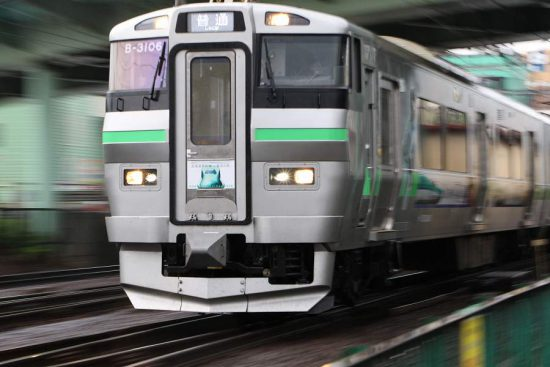 733系 B-3106 ラッピング電車 ズーム流し 流し撮り 手稲駅