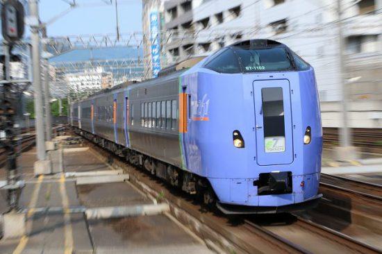 ズーム流し 流し撮り 列車 札幌機 キハ261系1000番代