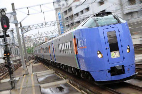 列車 ズーム流し 流し撮り スーパーとかち 1号 札幌駅