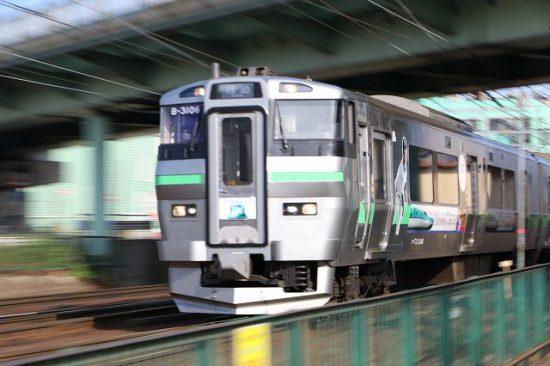 ズーム流し 流し撮り ラッピング列車 B-3106