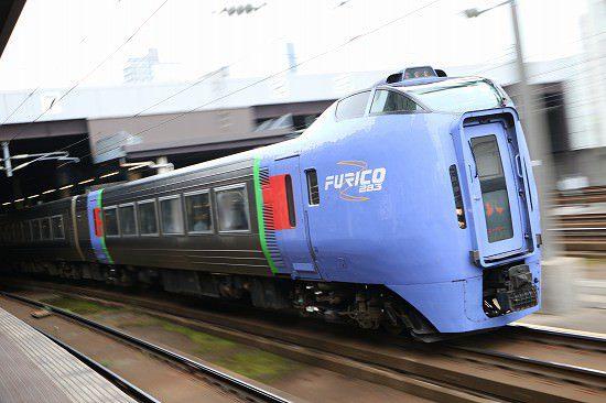 札幌駅 ズーム流し 流し撮り 列車 スーパーおおぞら
