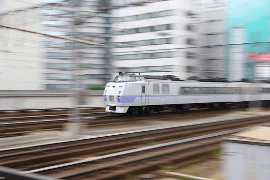 スローシャッター 流し撮り 札幌駅 列車 オホーツク1号