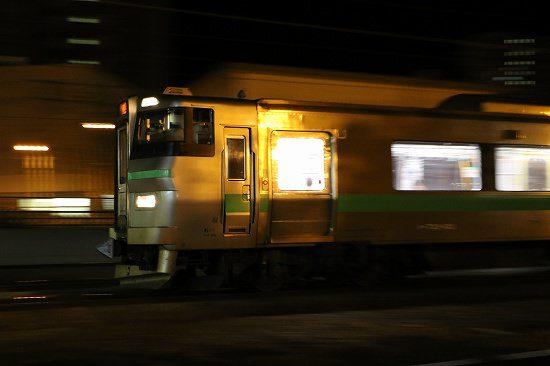 夜 流し撮り 列車 駅