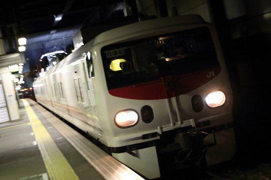 夜 ズーム流し 列車 駅 イーストアイ Easti