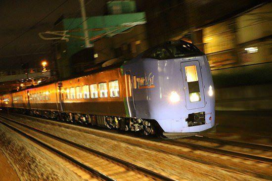 夜 流し撮り ズーム流し 列車 駅