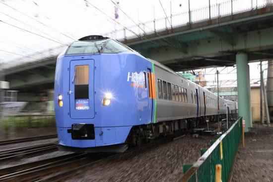 雨 ズーム流し 列車 札幌 手稲駅 スーパー北斗4号