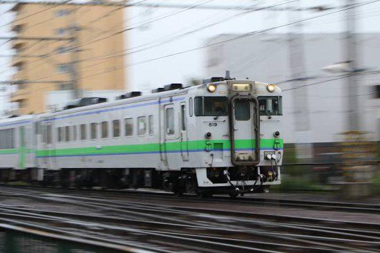 雨 ズーム流し 列車 札幌 手稲駅 キハ40