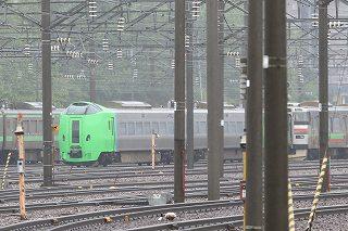 朝の札幌運転所の様子と手稲駅-車庫外に居た789系HE-106