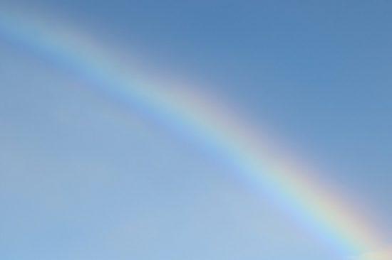 空 虹 半分 晴れ間