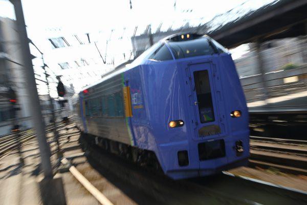 ズーム流し スーパー宗谷 キハ261系100番代 札幌駅