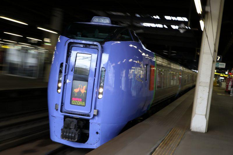 スーパーおおぞら キハ283系 右から 札幌駅