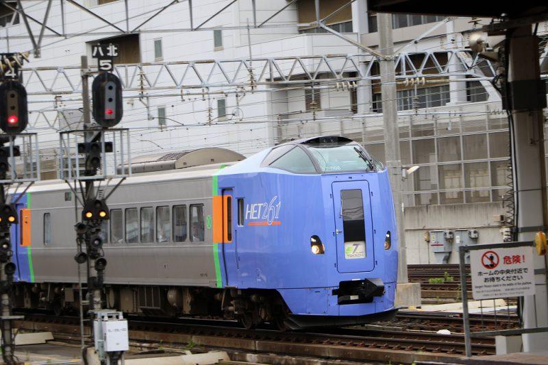 スーパーとかち キハ261系1000番代 入線