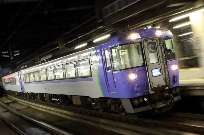 夜 流し撮り 列車 札幌駅 北斗 キハ183系