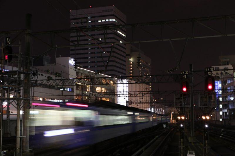 長時間露光 0.4秒 列車 光線