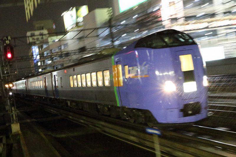 夜 流し撮り 列車 ISO16000 ノイズ