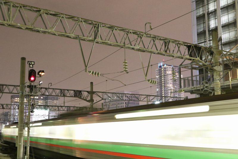 長時間露光 0.5秒 列車 光線
