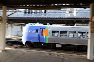 あれこれ考えながら撮る朝の札幌駅-写真?動画?