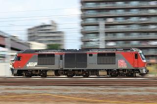 DF200-110+DH300-501-苗穂工場からの出場を苗穂人道橋から