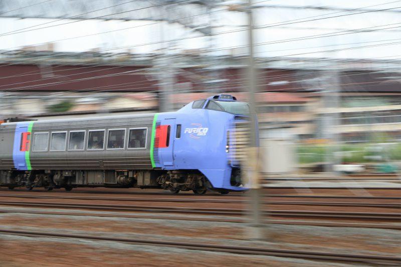 札幌苗穂駅付近 列車 流し撮り キハ283系 スーパーおおぞら