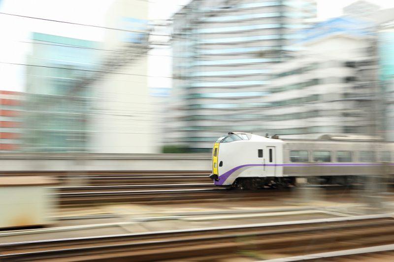 JR北海道 列車 流し撮り 札幌駅 1/8秒 スローシャッター