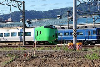 いつもの場所の朝の時間-札幌運転所の789系HE-206とスハフ14 508