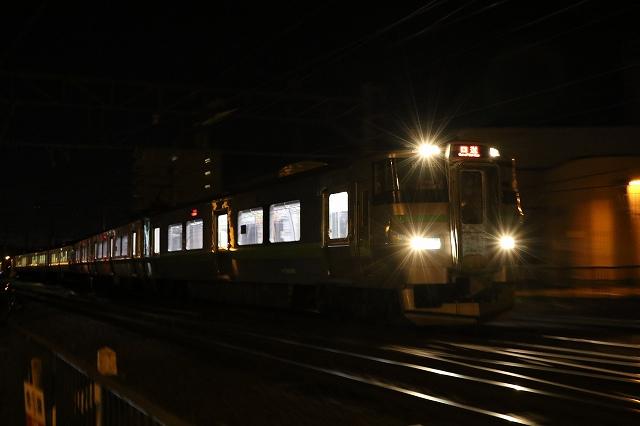 列車 夜間撮影 真っ暗 アンダー