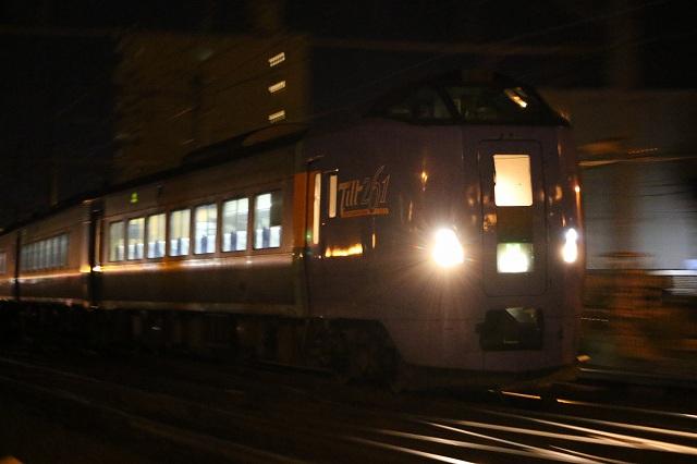 列車 夜間撮影 シャッター速度優先