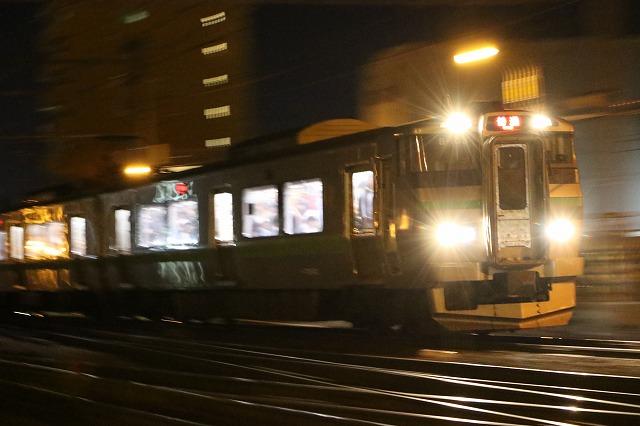 列車 夜間撮影 流し撮り