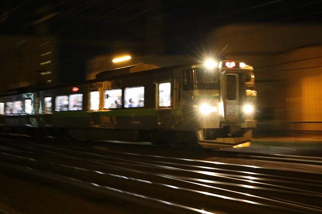 夜間撮影 列車 流し撮り 小樽行き 733系