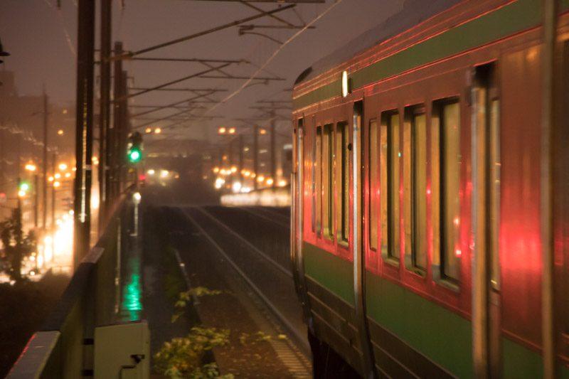 帰りの時間 雨 稲積公園駅 夜