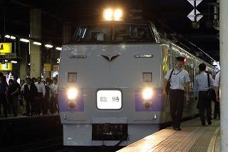 旭川行き臨時特急と代走のニセコ号は3日ぶりの電写-運転士さんありがとう
