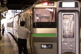 臨時特急ニセコ号までの朝の札幌駅-撮るのは自分だけじゃないよ?
