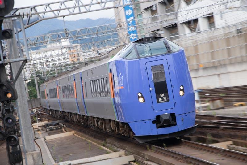 臨時特急トマム行きの運用-キハ261系1000番代の札幌駅の発着動画
