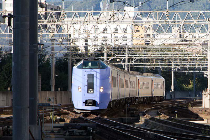 トマム行き臨時特急 キハ261系 ホームライナー入線