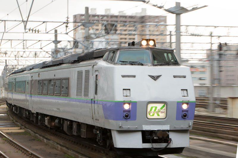 特急オホーツク キハ183系 スラントノーズ 札幌駅入線