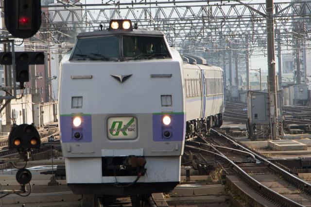 特急オホーツク1号 1時間遅れ 7番線回送入線