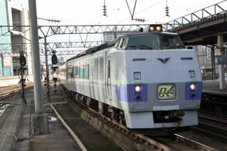 車両不具合により約75分遅れて札幌駅へ回送入線した特急オホーツク1号