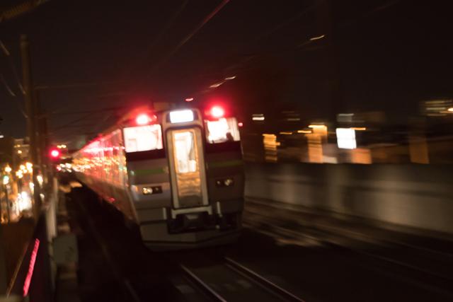 夜間撮影 長時間露光 稲積公園駅 流し撮り