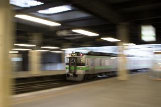 トマム行き以外はいつもに戻った朝の札幌駅-3つ揃った789系