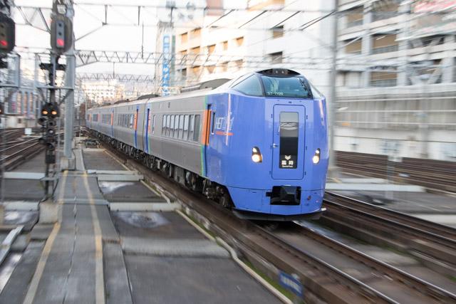 ズーム流し 流し撮り キハ261系 札幌駅