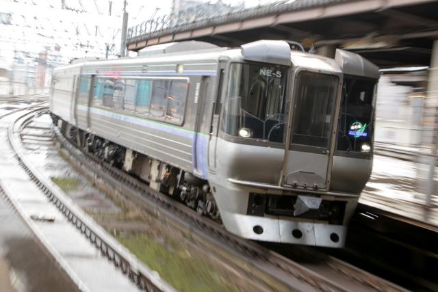ズーム流し 電車 札幌駅 すずらん