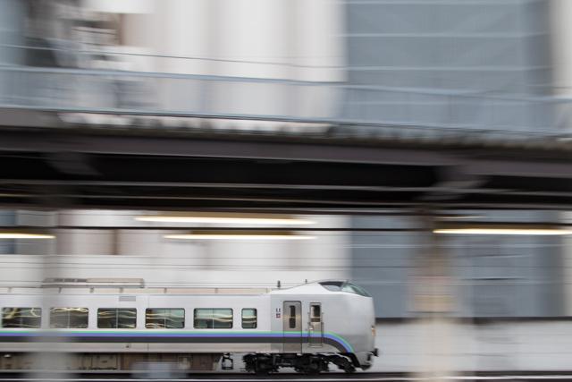 流し撮り 電車 札幌駅 スーパーカムイ 789系