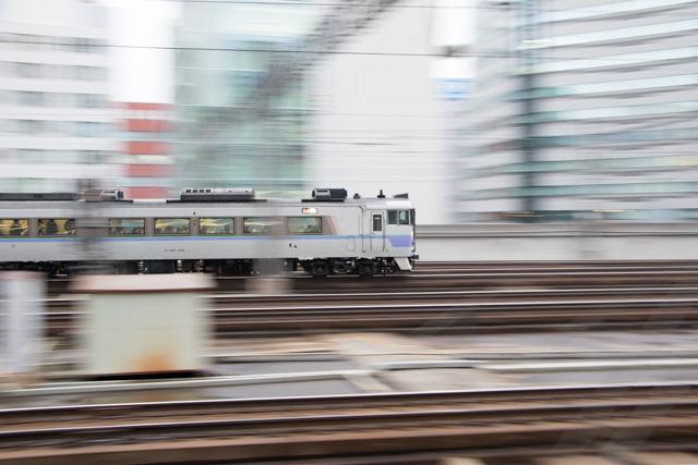 流し撮り 電車 列車 札幌駅 白ボウズ オホーツク
