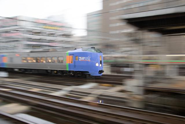 流し撮り 電車 列車 1/6秒 うるさい