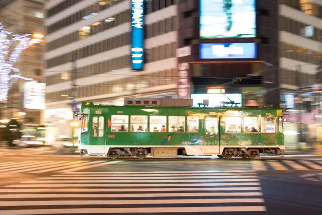 夜間撮影 スローシャッター イルミーネション 札幌市電