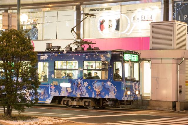 雪ミク 札幌市電 4丁目夜間撮影 スローシャッター イルミーネション 札幌市電