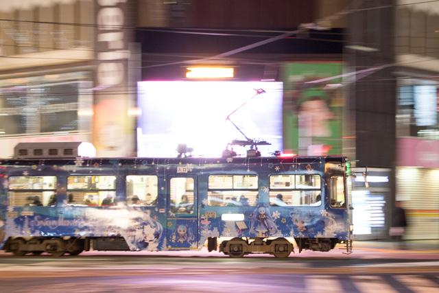 雪ミク 札幌市電 夜間撮影 スローシャッター イルミーネション 札幌市電