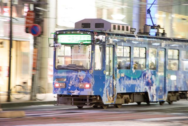 雪ミク札幌市電 夜間撮影 スローシャッター イルミーネション 札幌市電 4丁目プラザ